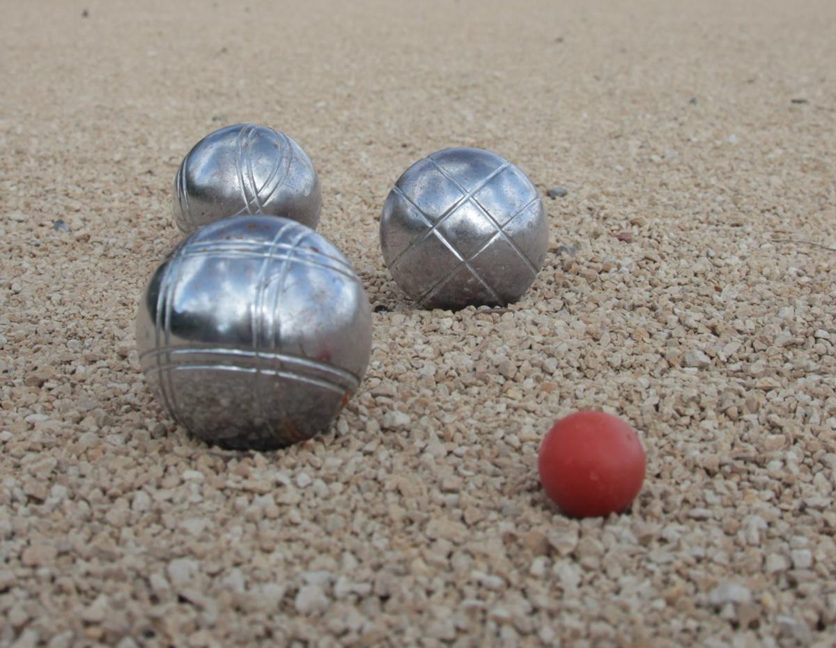 jeu de boules p tanque ou jeu de palets gites puy du