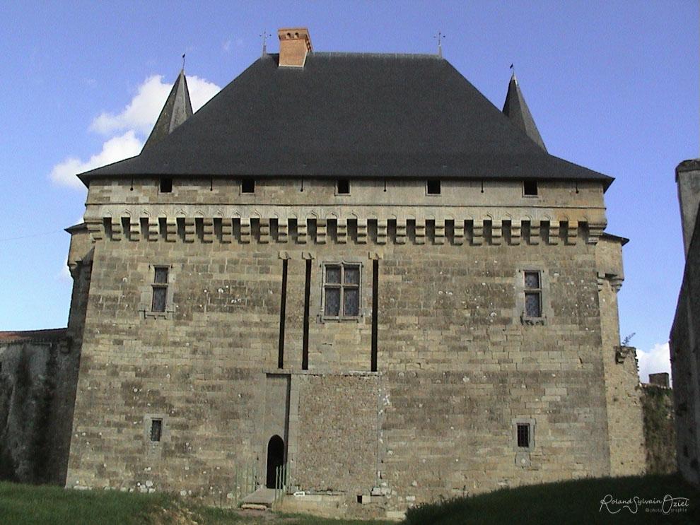 Tour Château de Sigournais