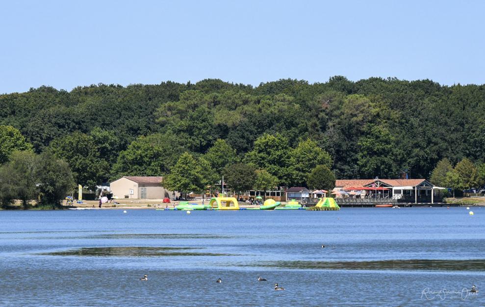 Lac de la Tricherie, la plage, le splash game et les balades en pédalo